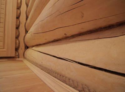 Плинтус в деревянном доме фото